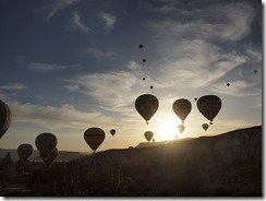 10 met 80 ballonnen in de lucht