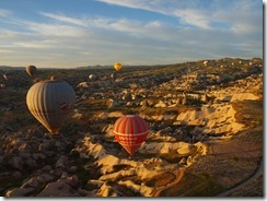 7 omringd door ballonnen